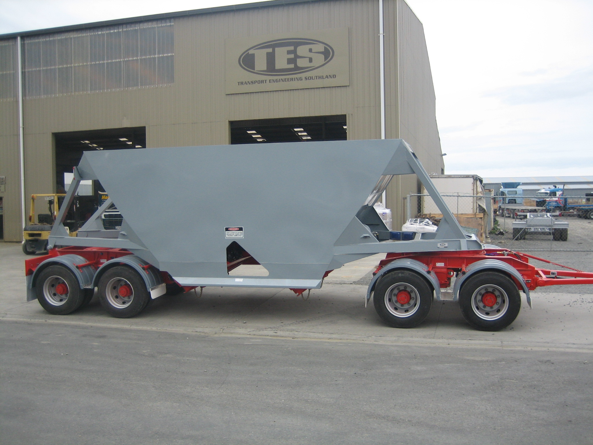 TES - Transport Engineering Southland | Belly/Bottom Dumper - Four Axle Pull