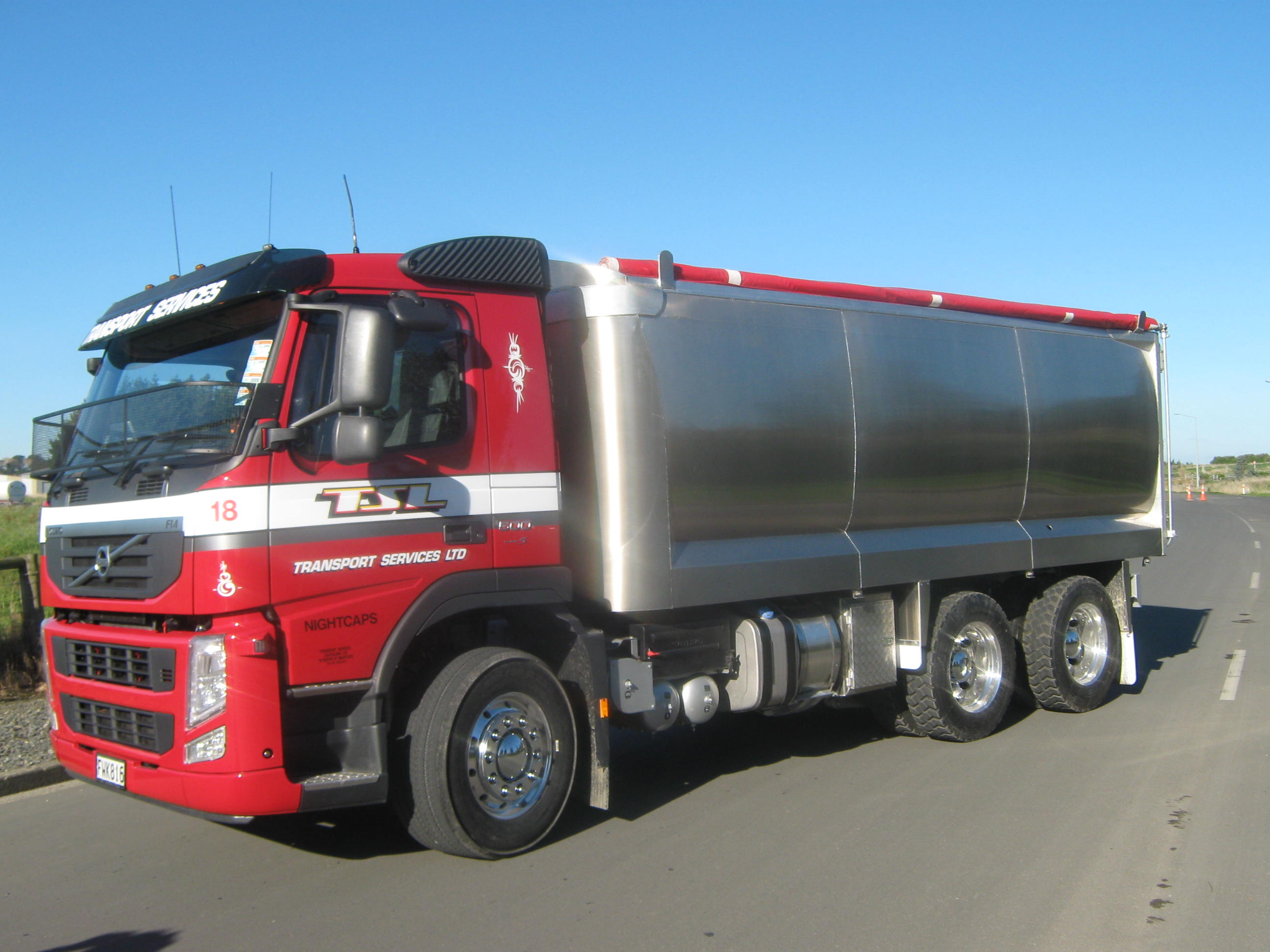 TES - Transport Engineering Southland   Combination alloy truck and trailer