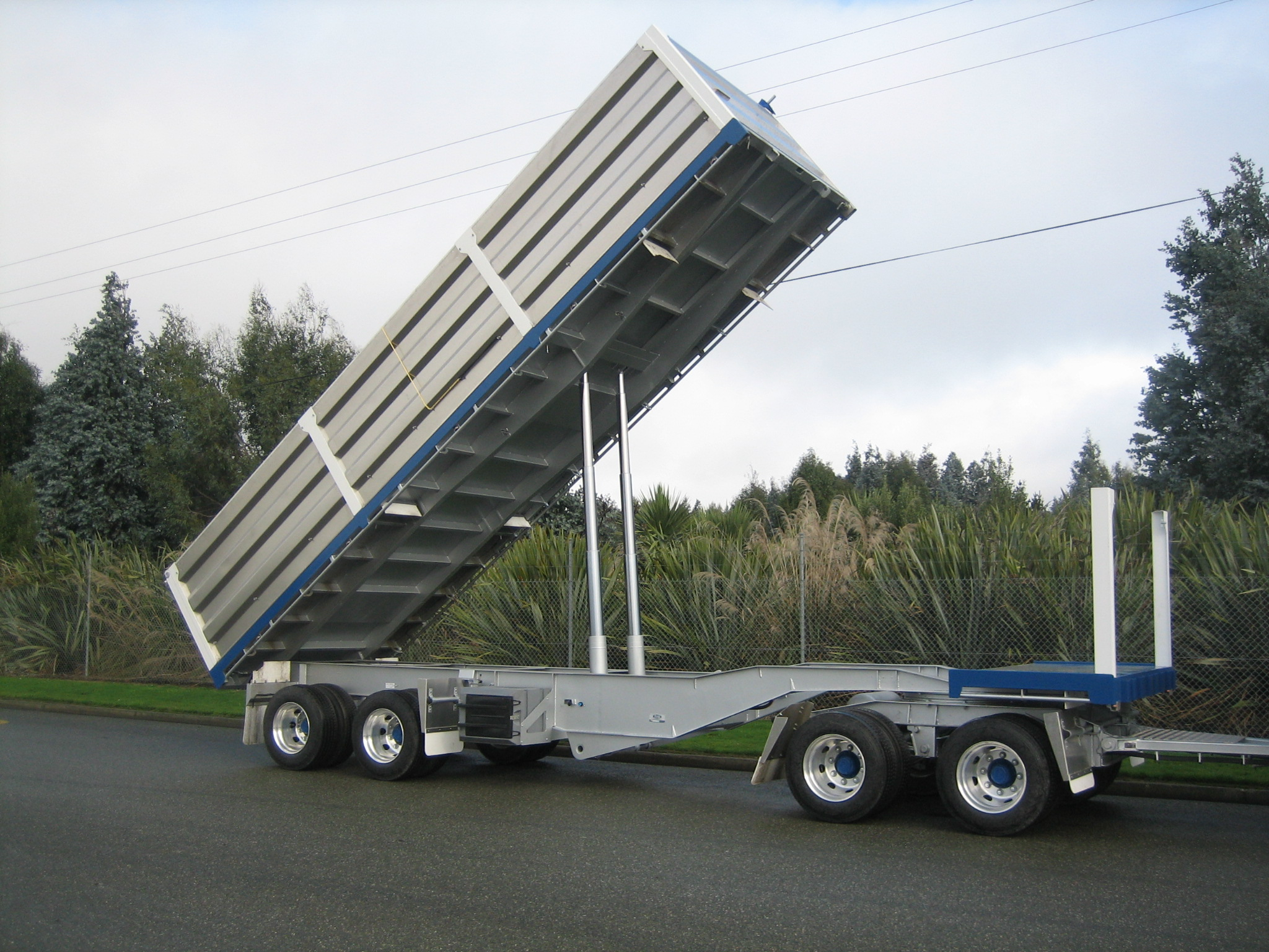 Lift Out Side Tipper